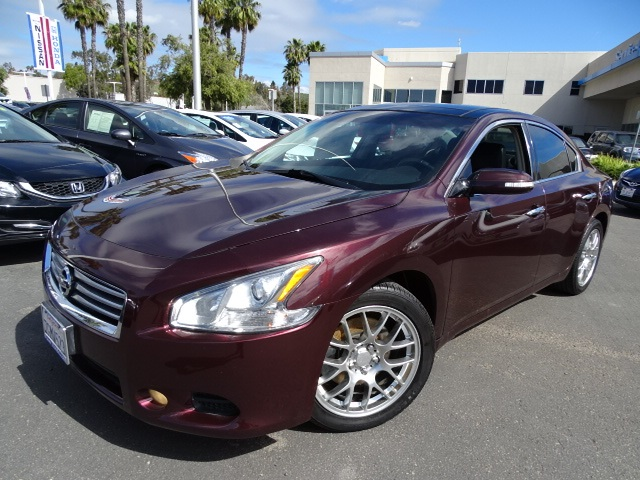 2014 Nissan Maxima Red Navigation System Dont let the miles fool you Get ready to ENJOY Are