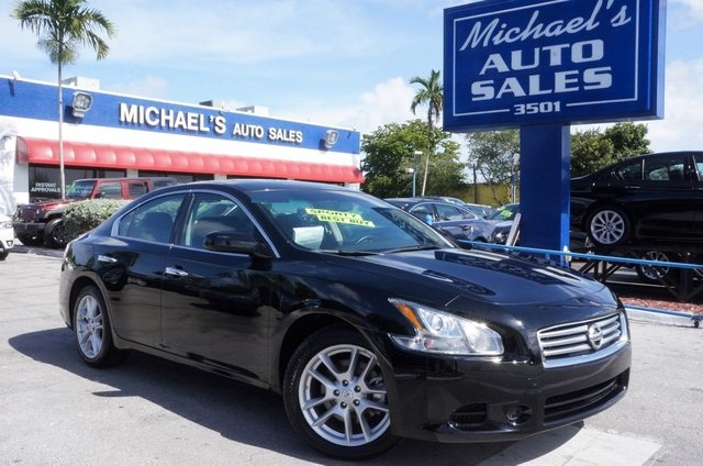 2011 Nissan Maxima 35 S Black STOP Read this Theres no substitute for a Nissan There is no