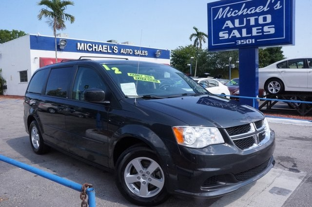 2012 Dodge Grand Caravan SXT Gray Flex Fuel Best color The Dodge Grand Caravan brings you fam