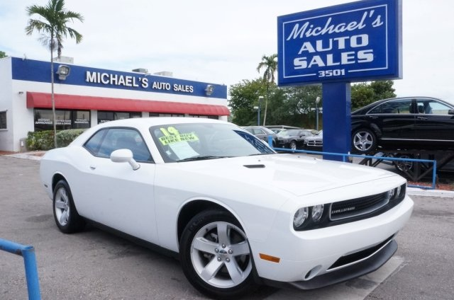 2014 Dodge Challenger SXT White Bright White Clearcoat 2014 Dodge Challenger SXT RWD 5-Speed Auto