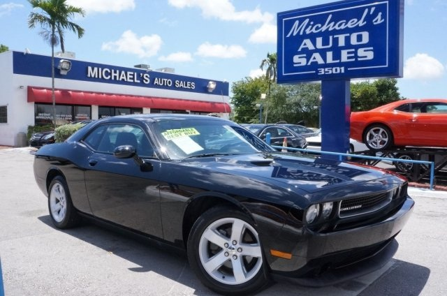 2013 Dodge Challenger SXT Black Gasoline Call us now How alluring is this charming one-owner