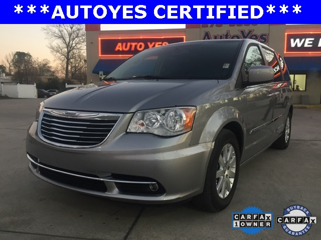2016 Chrysler Town  Country Touring Silver Just Reduced TINTED WINDOWS CARFAX 1-OWNER